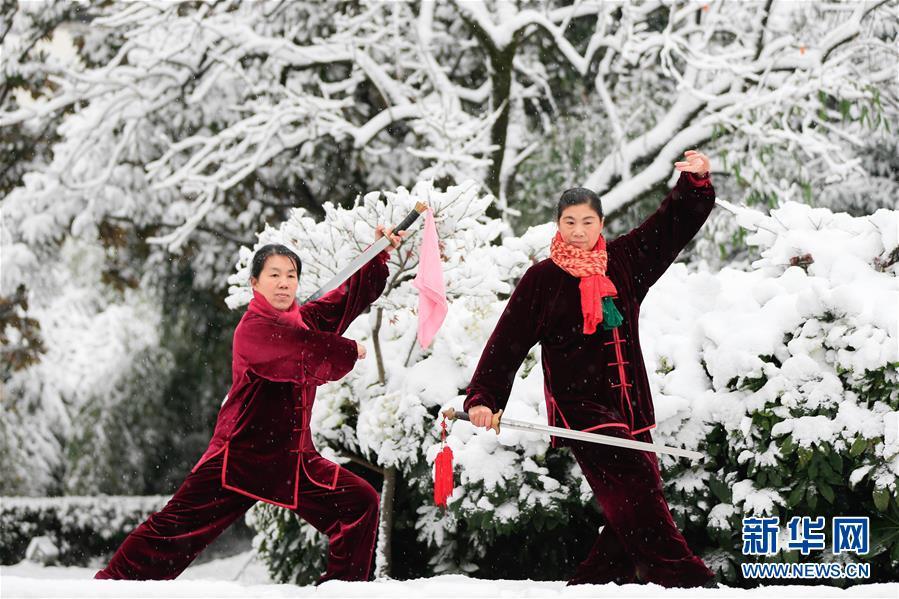 寒気の影響で中国各地で降雪