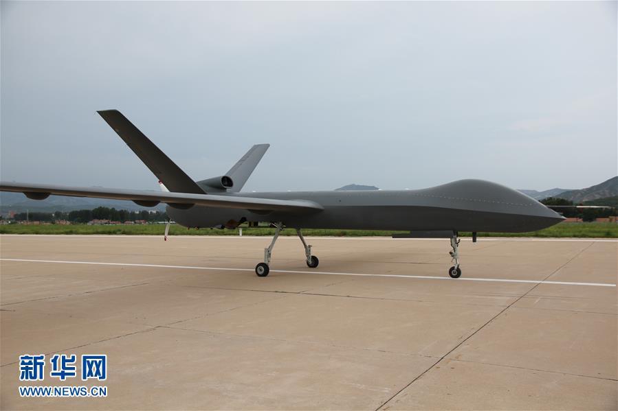 中国量産型無人機「彩虹-5」、テスト飛行に成功