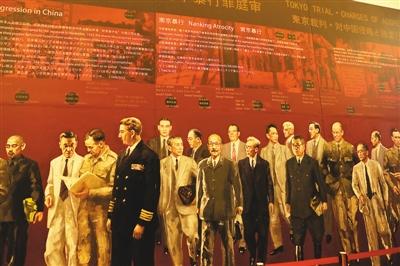 大型油絵「東京裁判」 上海ブックフェアで注目集める