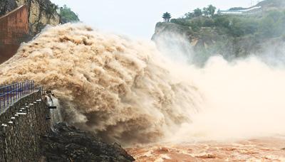「黄竜の瀑布」のような黄河ダム