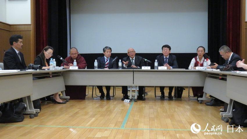 中国の西藏文化交流団が東京で中日報道陣と座談会