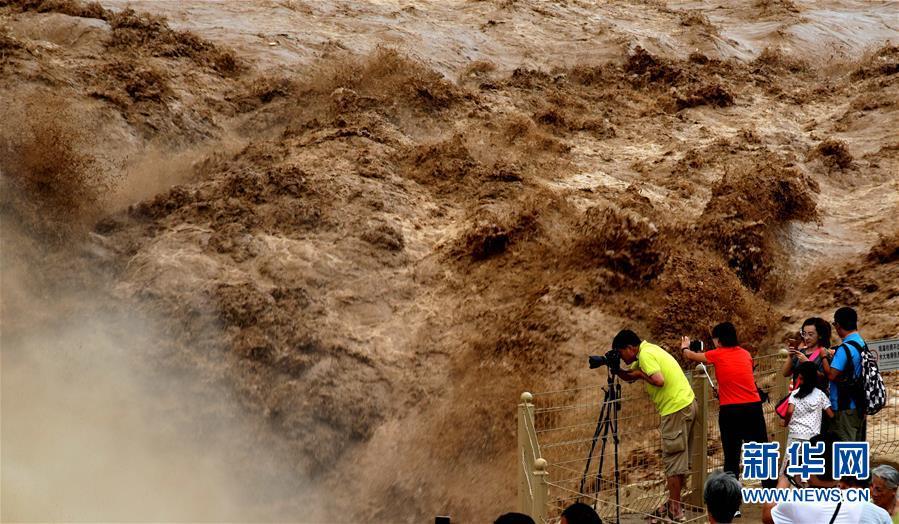 黄河上流の豪雨の影響で黄河壺口瀑布が再び増水 山西省