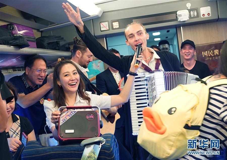 上海市鉄道局初の七夕向けの特別車両を運行