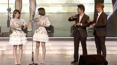 AKB48が最優秀グループ賞受賞 会場で可愛いダンスを羅志祥にレクチャ