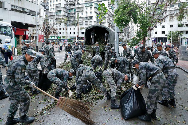 解放軍駐マカオ部隊、特区災害救助活動に初出動 高い評価受ける