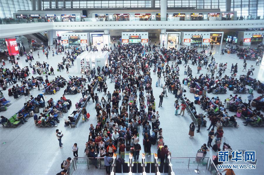 国慶節連休 全国鉄道網の移動ラッシュスタート
