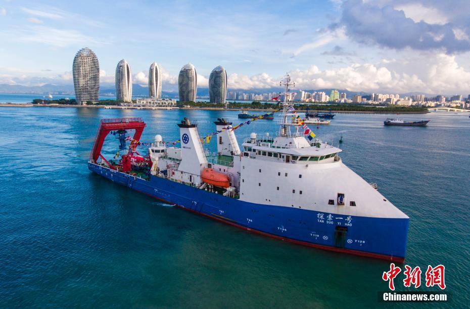 中国が有人潜水艇「深海勇士」号の試験に成功
