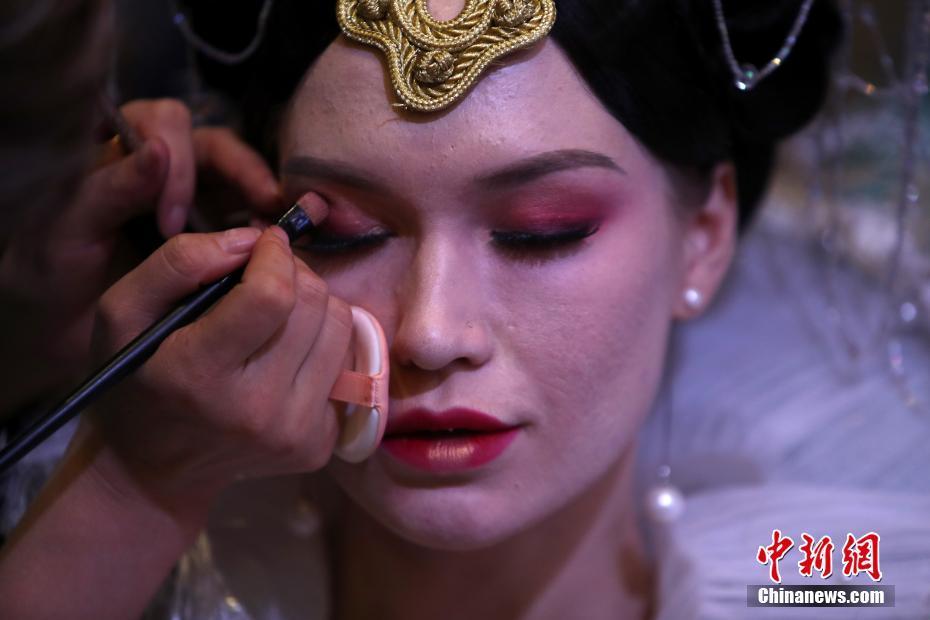 各地のメイクアップアーティストら南京で「美容技術を競い合う」