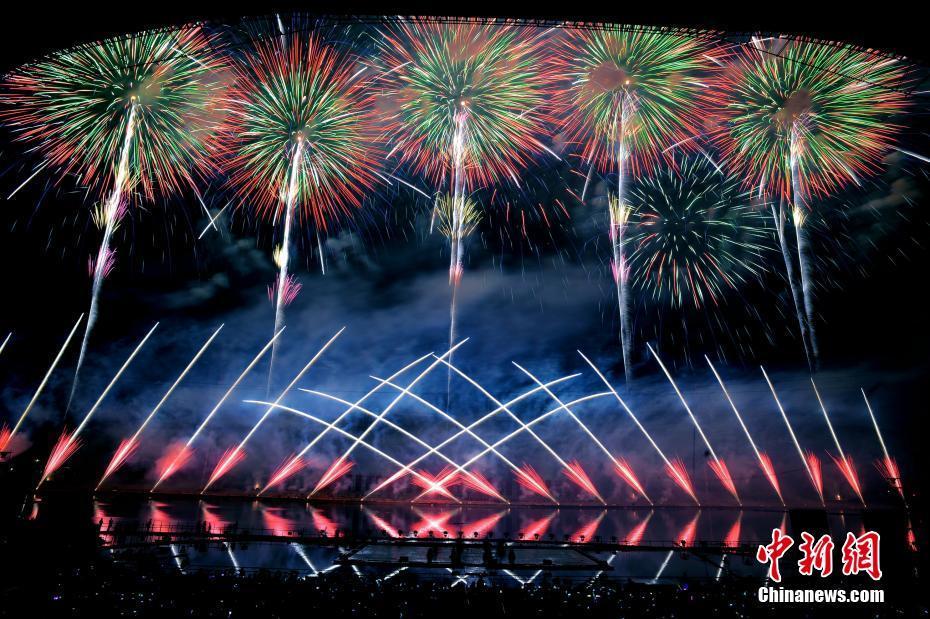 空に咲く無数の花火 湖南省で国際花火文化フェスティバル開幕