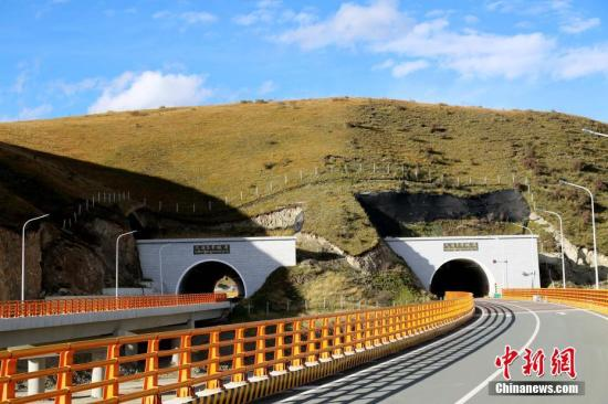 標高世界一の高速道路トンネル「雪山一号」が開通 海抜4400メートル超