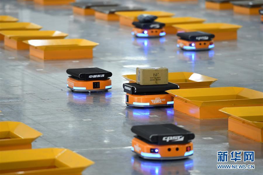 郵便物の仕分け作業、ロボットが活躍