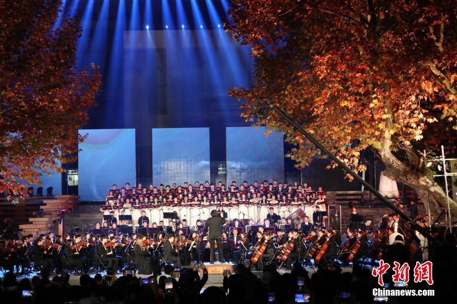 響く「平和への祈り」、詩歌で南京大虐殺の犠牲者弔う