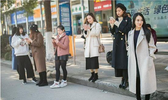 杭州の「ネット人気バス」 美人に見とれていて下車し忘れる男性客も