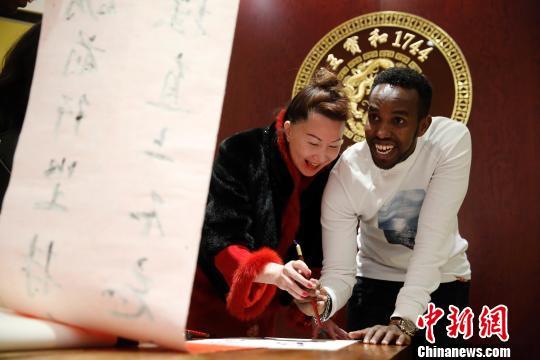 外国人留学生が上海で「弟子入り」、本格的な中国の年越しを先取り体験