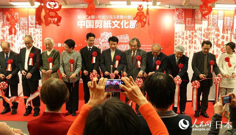 東京の中国文化センターで「中国剪紙文化展」開催 春節を祝う