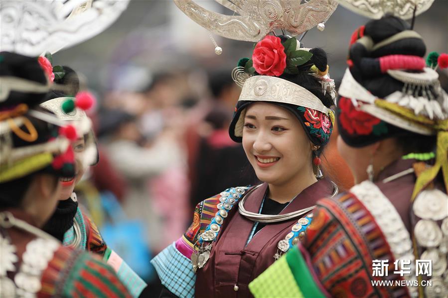 貴州省、ミャオ族の女性が伝統の踊りで立春祝う