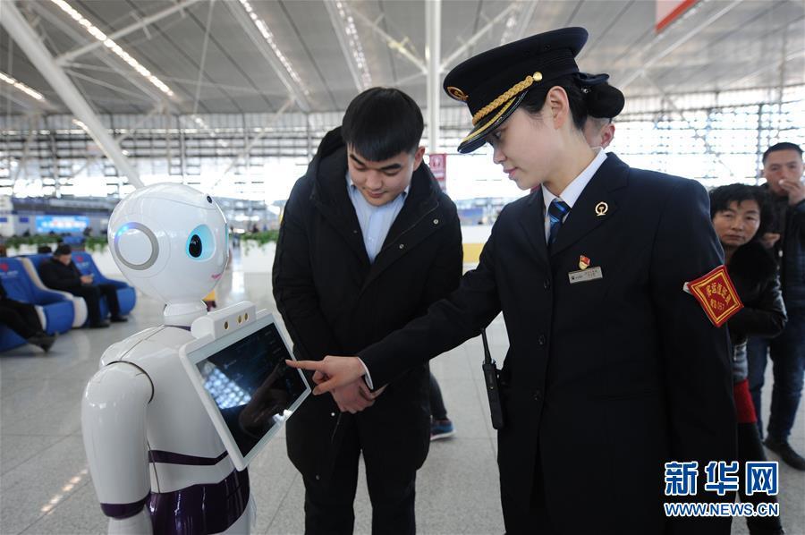 ロボットが「春運」に対応するため勤務スタート 青島市