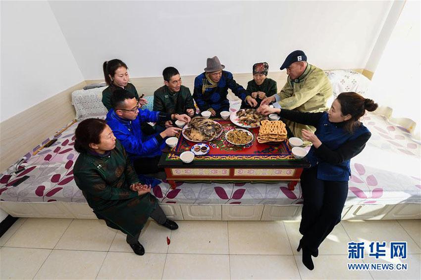 モンゴル族の「小年」を祝う伝統行事 内蒙古自治区