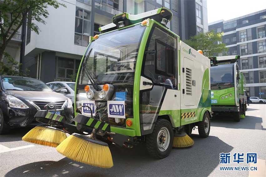 上海市松江区に無人清掃車チーム登場 様々な機能を搭載
