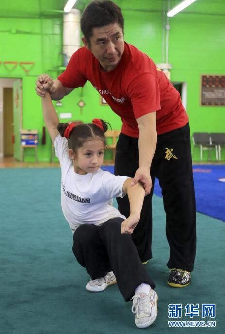 パパのようになりたい!武術に励む7歳の米国少女