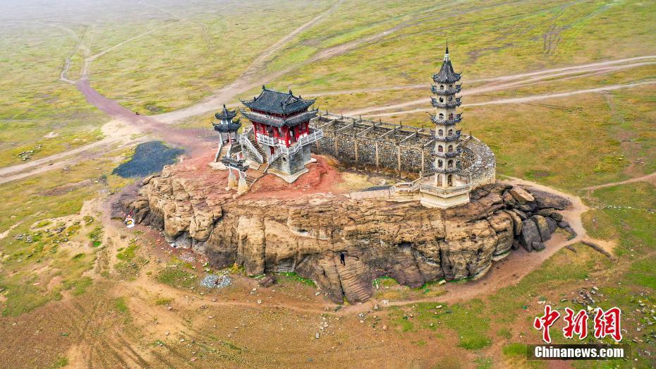 「水中の古代建築」が「草原に浮かぶ島」に 江西省