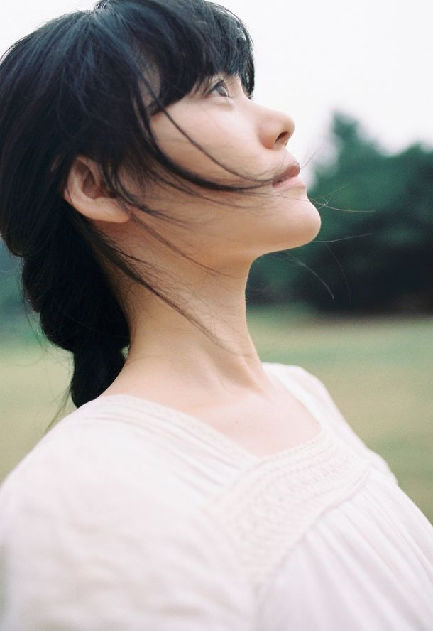 中国のシンガーソングライター 程璧(チェン・ビー)が歌う 武漢へ贈るチャリティーソング「山川異域 風月同天」を