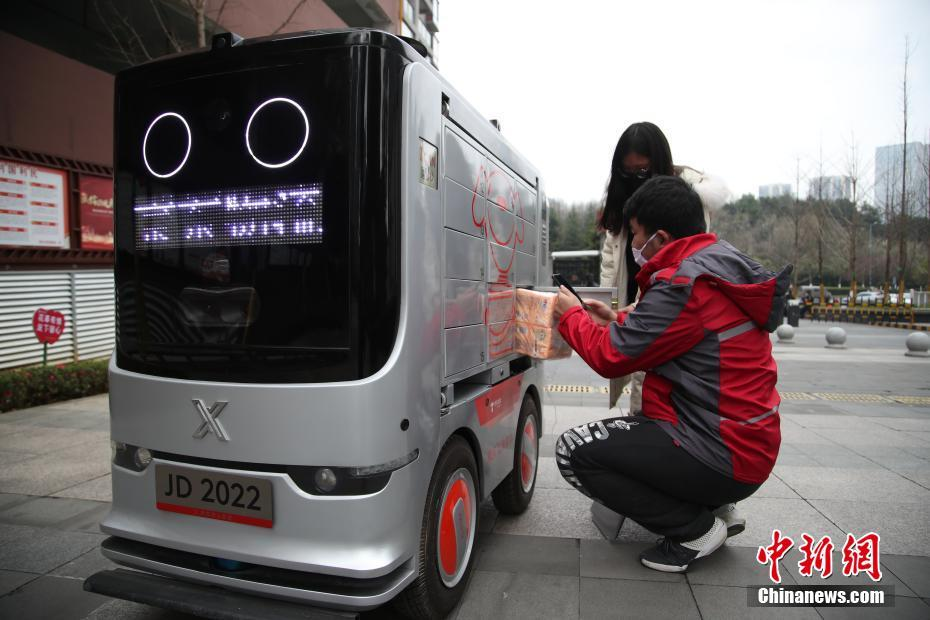 貴陽市の団地でスマート配送ロボットが「無接触配送」を実現 貴州省