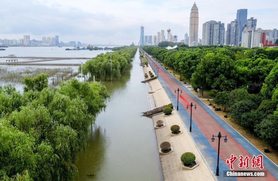 湖北省武漢、 漢口江灘公園間もなく一般開放を再開