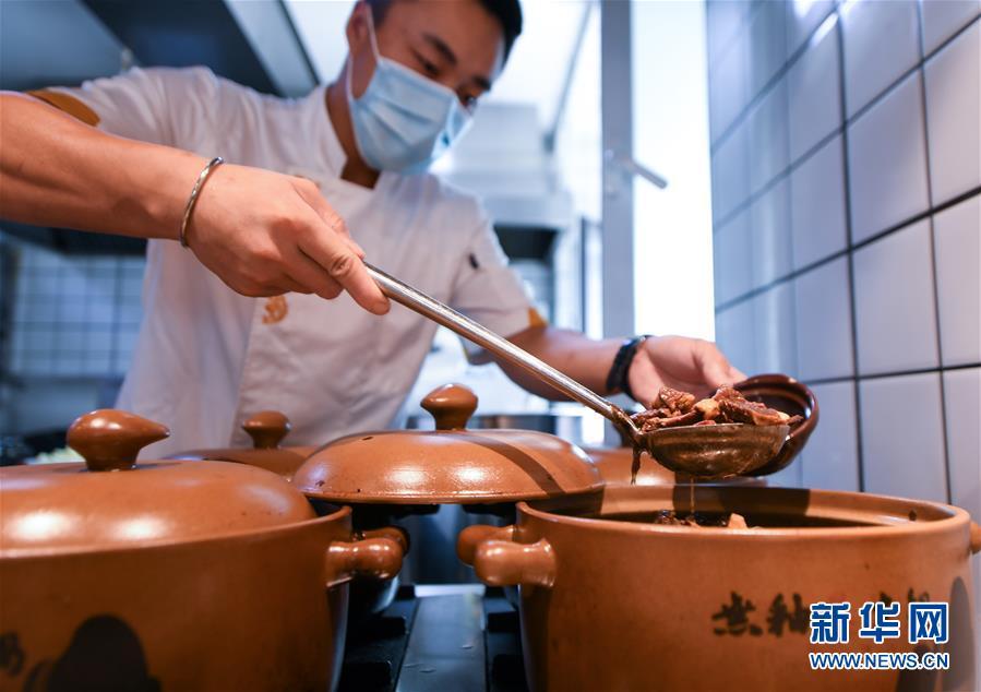 長春の料理店、盛りを小鍋に 食べ残しが出ないように工夫 吉林省
