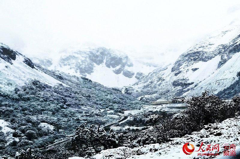 シャングリラに降雪、一面の銀世界に 雲南省