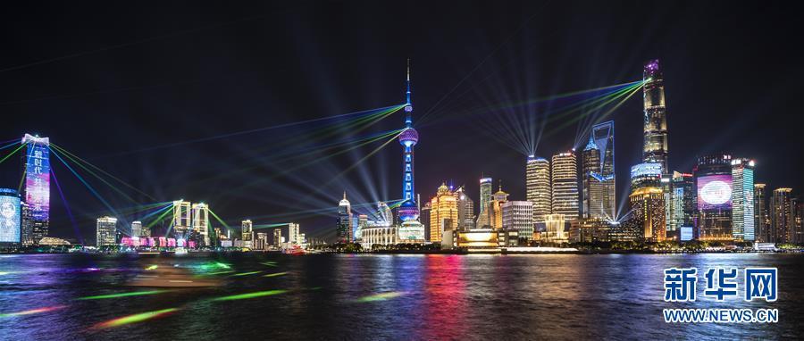 躍動感あふれる黄浦江のライトアップショー 上海