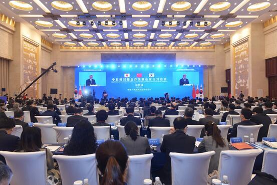 中国人民対外友好協会会長、「民間外交の強みを発揮し、中日韓の互恵・ウィンウィンを促進」