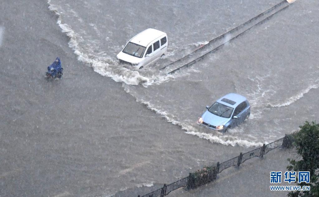 豪雨で33人死亡、7省が支援のため現地入り 河南省鄭州