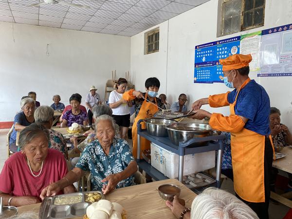 80歳以上の高齢者に無料開放されている「シルバー食堂」 山東省淄博市